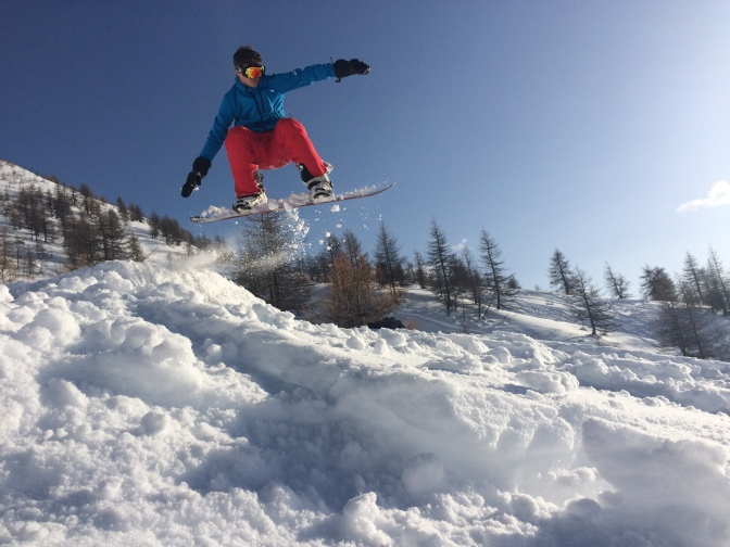 Fun off-piste and snowboarding jumps